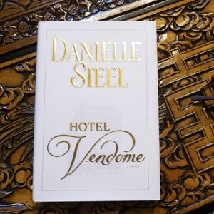 Danielle Steele ~~Hotel Vendome